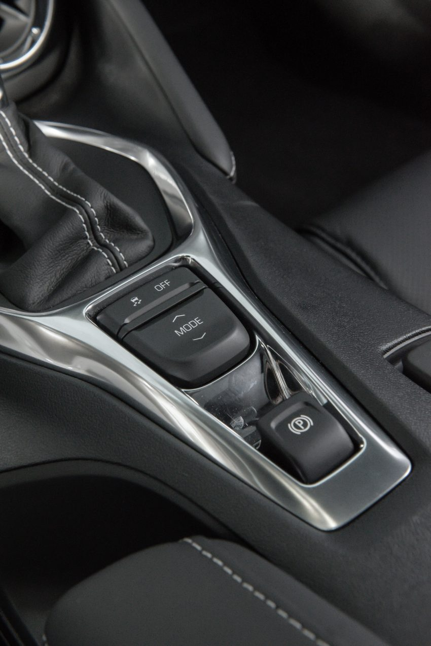 2020 Chevrolet Camaro SS Convertible - Central Console Wallpapers 850x1273 #7