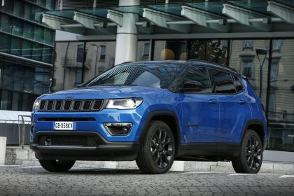 2020 Jeep Compass S 4xe - Front Three-Quarter Wallpapers 420x280