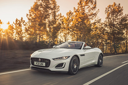 2021 Jaguar F-Type P450 R-Dynamic Convertible - Front Three-Quarter Wallpapers 420x280