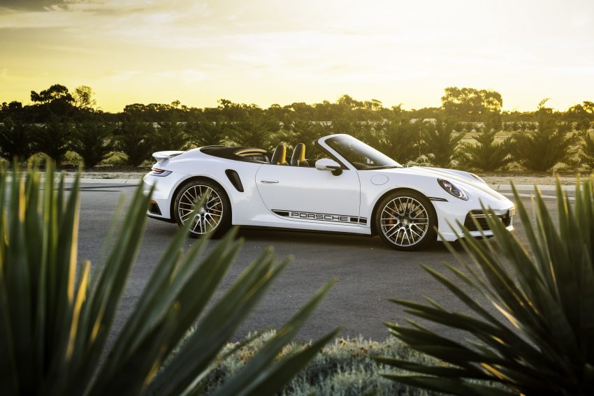 2021 Porsche 911 Turbo Cabriolet [AU-spec] - Front Three-Quarter Wallpapers 850x567 #2