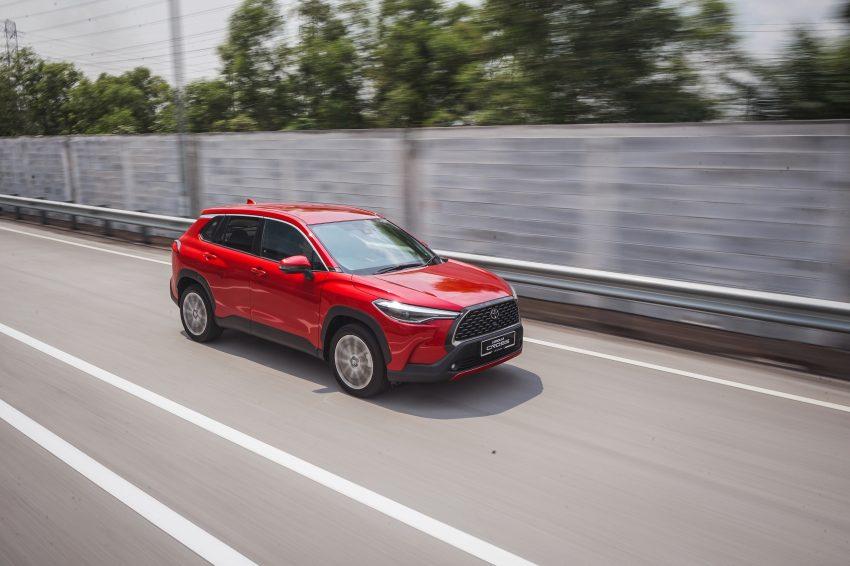 2022 Toyota Corolla Cross [MY-spec] - Front Three-Quarter Wallpapers 850x566 #10