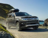 Download 2022 Ford Expedition Platinum HD Wallpapers