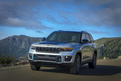 Download 2022 Jeep Grand Cherokee Trailhawk 4xe HD Wallpapers